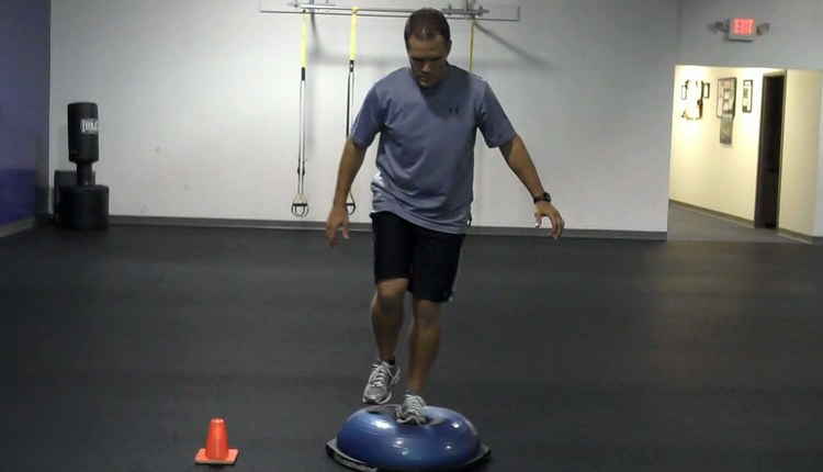 BOSU Lateral Reach Start (Dome Side Up)_0